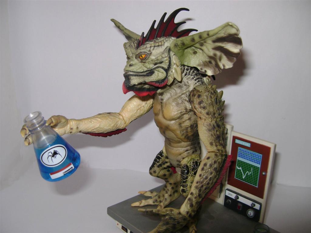 Gremlins  GRE30663  Figurine  Gremlins Go  Gizmo en Voiture